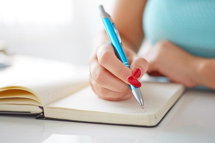 Перед тем, как собирать вещи, нужно составить список. / Фото: yvision.kz