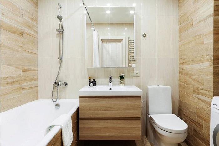 В моде отделка ванной комнаты под дерево. / Фото: bezkovrov.com