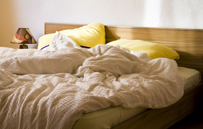 Заправлять постель полезно не только для ощущения порядка, но и для здоровья. / Фото: ivd.ru