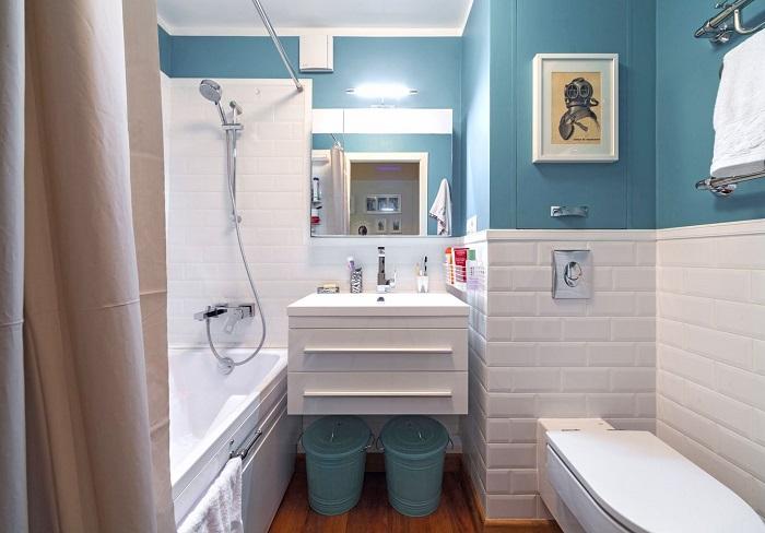Разбавьте белоснежный интерьер голубым цветом. / Фото: Pinterest.co.uk