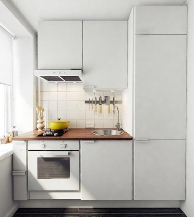 Белоснежная кухня выглядит просторнее. / Фото: Pinterest.ru