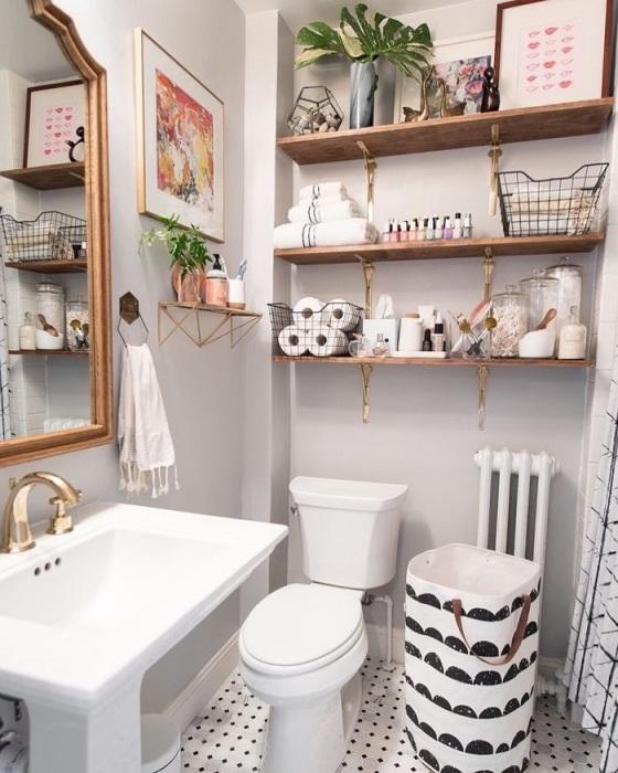 Большое количество полок в ванной выглядит неопрятно. / Фото: 123ru.net