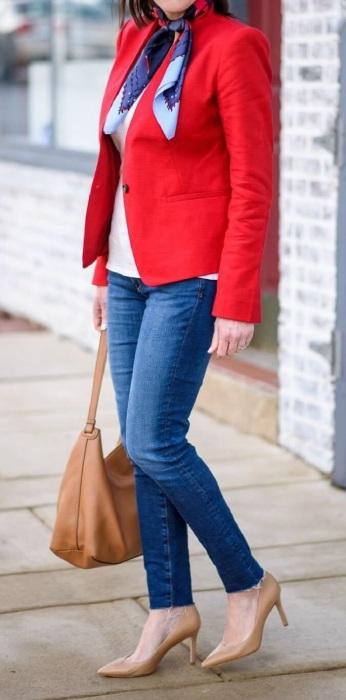 Красный пиджак - отличный акцент в образе. / Фото: Pinterest.ru