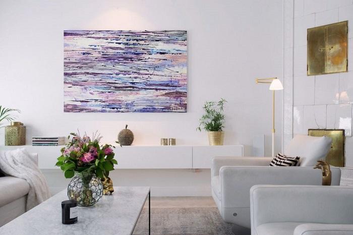 Картины делают комнату красивее и уютнее. / Фото: mirdizajna.ru