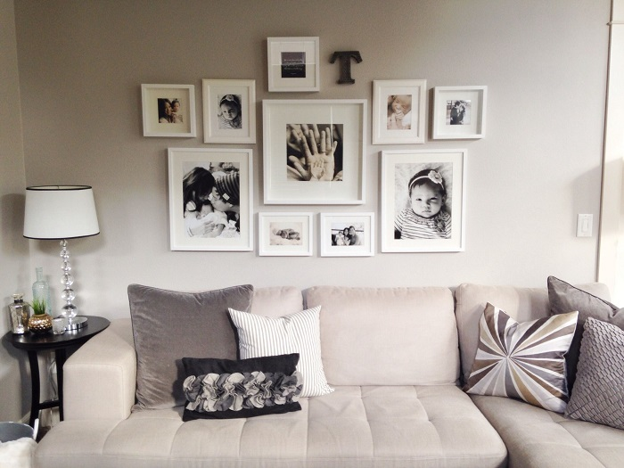 Фотографии прекрасно дополняют интерьер гостиной. / Фото: pinterest.ru