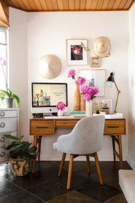 Без корзины на рабочем столе будет накапливаться бумажный мусор. / Фото: Roomble.com