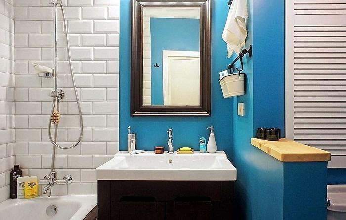 В ванной можно использовать плитку и краску для отделки. / Фото: inmyroom.ru