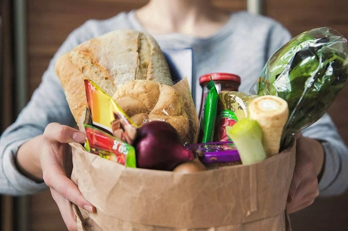 Продукты, которых у вас в избытке, можно отнести друзьям. / Фото: show.7ya.ru