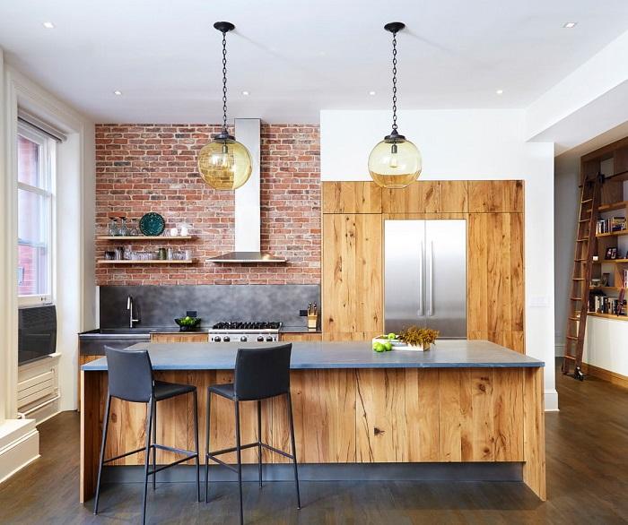 Деревянные фасады делают интерьер уютнее. / Фото: design-homes.ru
