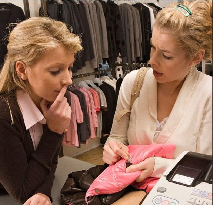 Скажите на кассе, что вещь имеет брак. / Фото: liveinternet.ru