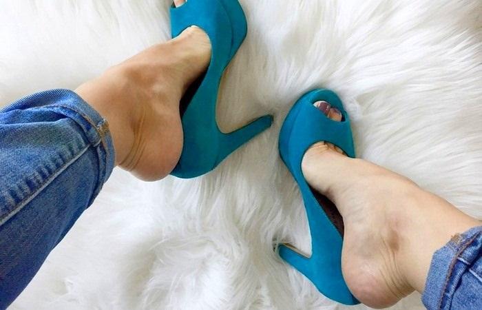 Влезть в новые туфли получается не сразу. / Фото: mediasole.ru