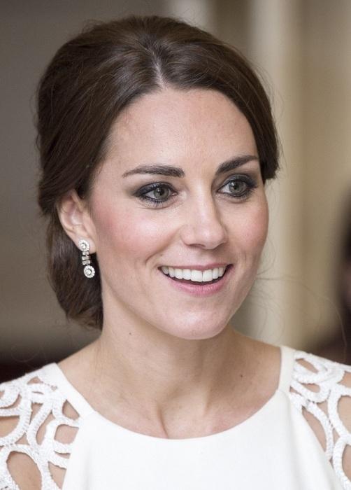 Любимый макияж глаз Кейт - мягкий smoky eyes серыми или коричневыми тенями. / Фото: Pinterest.co.uk