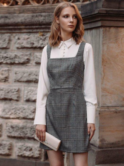 Рубашка с сарафаном - отличный вариант делового образа. / Фото: womans.ws