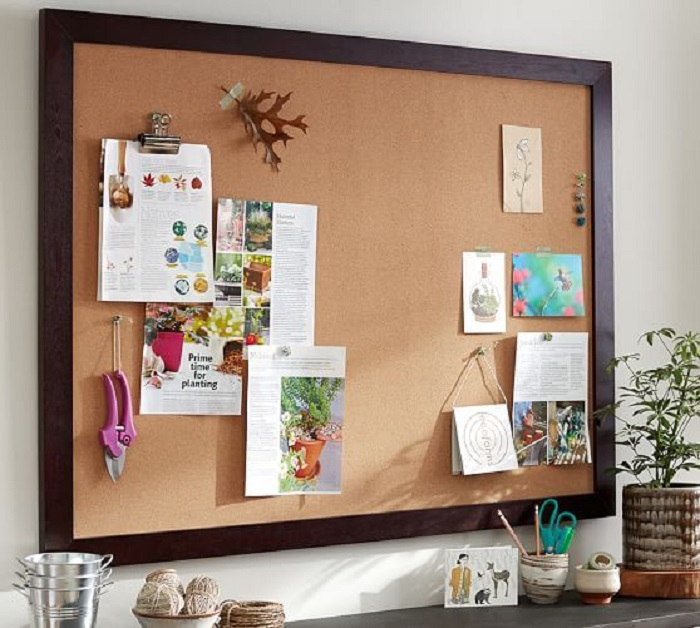 Используйте для хранения заметок пробковую доску. / Фото: Pinterest.com