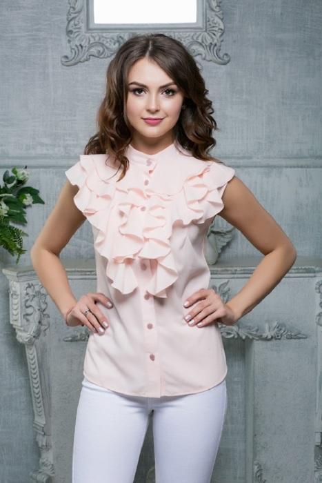 Блуза с рюшами решает проблему маленькой груди. / Фото: Zen.yandex.com