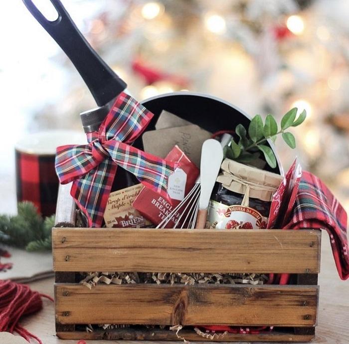 не каждая женщина воспримет кухонные принадлежности в подарок с благодарностью. / Фото: diyideas.ru