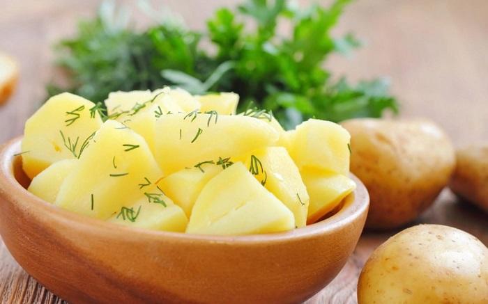 В вареном картофеле много витаминов. / Фото: versiya.info