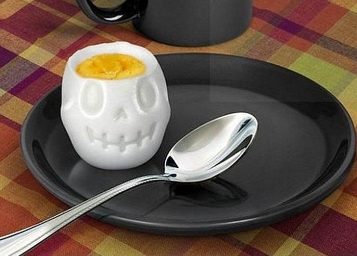 Гаджет позволяет готовить яйца забавной формы. / Фото: prostoest.ru