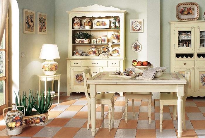 В Италии предпочитают реставрировать старую мебель, а не покупать новую. / Фото: pinterest.com