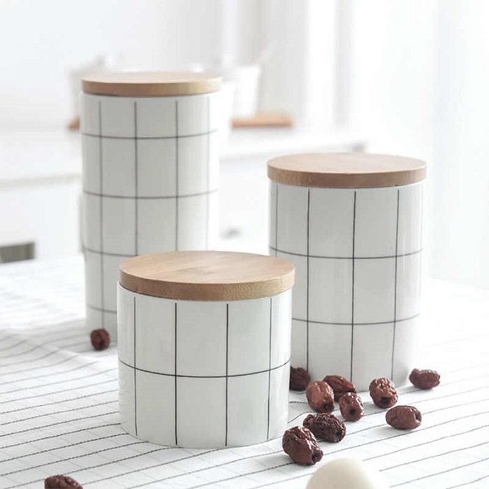 Емкости для хранения в скандинавском стиле всегда уместны. / Фото: kakpostroit.su