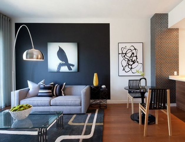 Разный цвет стен визуально делит комнату на гостиную и кухню. / Фото: pinterest.ru