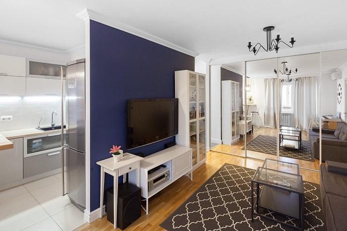 Комнату изначально нужно делить на зоны. / Фото: dizainexpert.ru