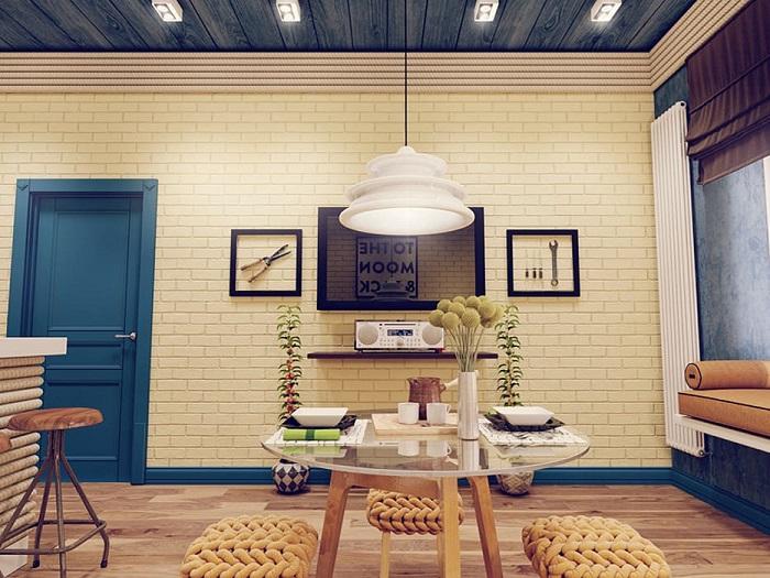 Цветной плинтус в тон дверям смотрится гармонично. / Фото: homify.com