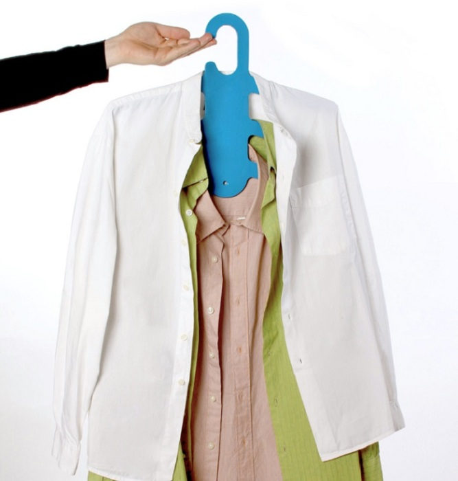 Плечики могут сломаться, если на них будет висеть много одежды. / Фото: dekoriko.ru
