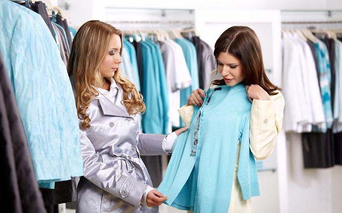 Подруга может посоветовать, какую вещь выбрать, но не решить за вас. / Фото: westsharm.ru