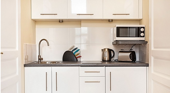 На кухне должна стоять только та техника, которой вы часто пользуетесь. / Фото: kakpostroit.su