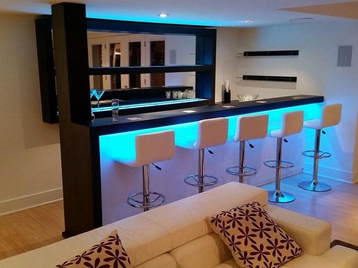 В большой квартире можно установить крутую стойку с подсветкой для вечеринок. / Фото: pinterest.ca