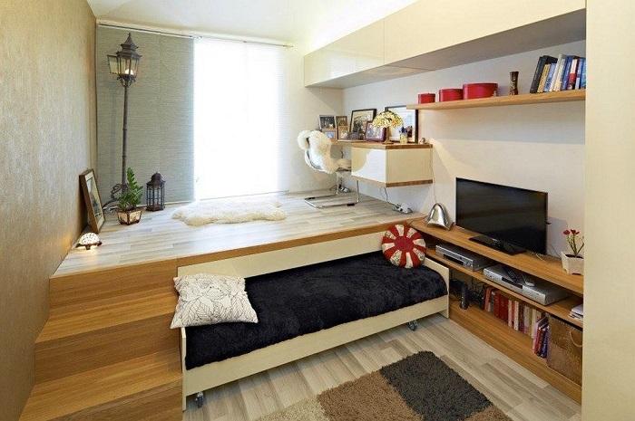 Кровать в полувыдвинутом состоянии превращается в диван. / Фото: fotostrana.ru