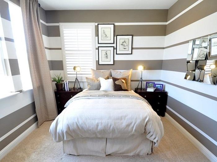 Обои с горизонтальными полосами в интерьере спальни. / Фото: remoskop.ru