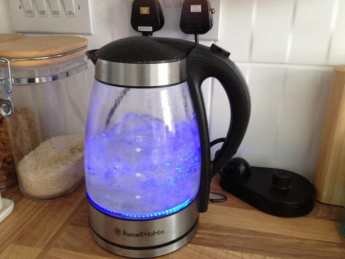 Электрический чайник потребляет большое количество электроэнергии. / Фото: posudaguide.ru