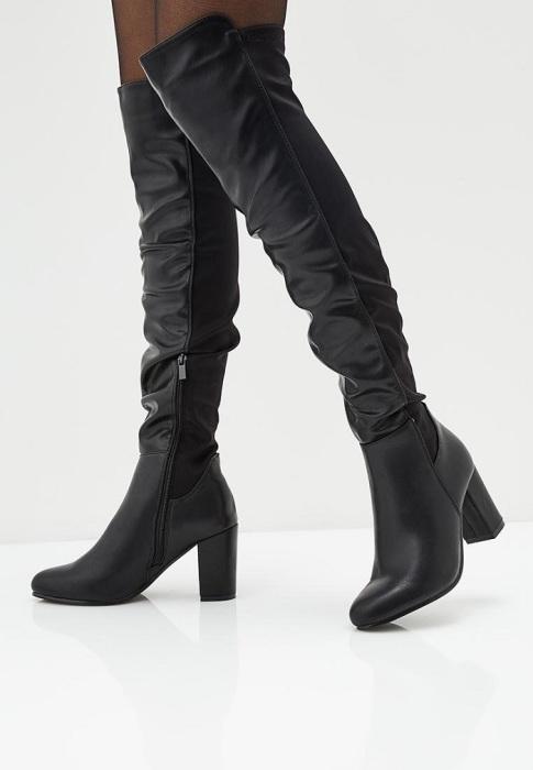 Под романтичные и деловые наряды лучше подбирать высокие сапоги на каблуке. / Фото: elle.ru