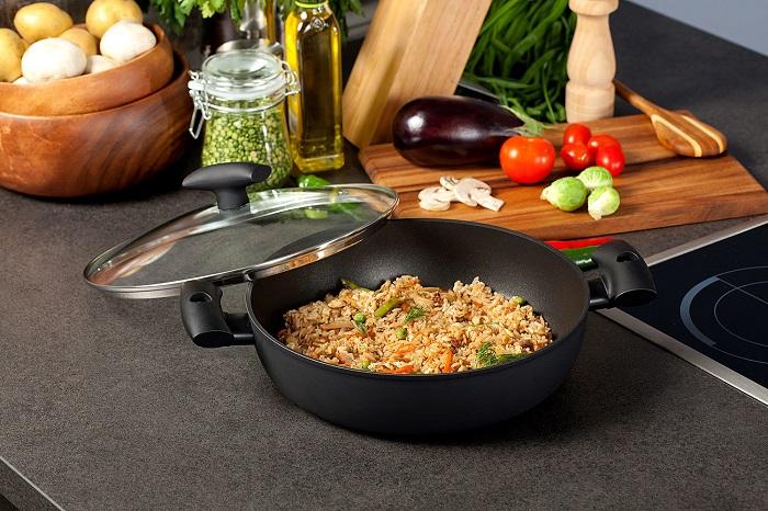 Горячая сковорода приведет к появлению трещин. / Фото: vplate.ru