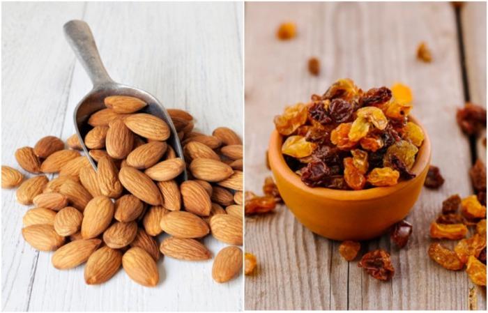 Изюм заменяется сушеными ягодами, миндаль - другим орехом