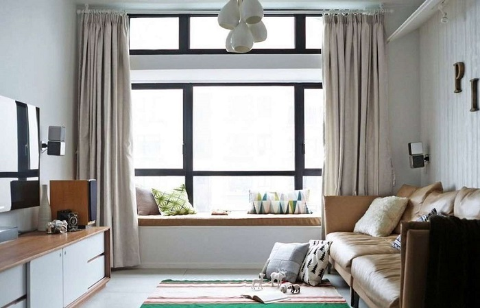 Если не закрывать шторы, мебель и напольное покрытие вскоре выгорят. / Фото: inmyroom.ru