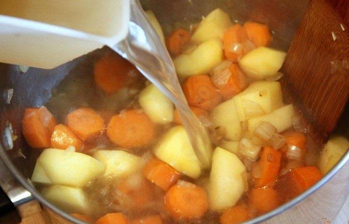 Макаронный отвар можно использовать в качестве бульона для супа. / Фото: vpuzo.com