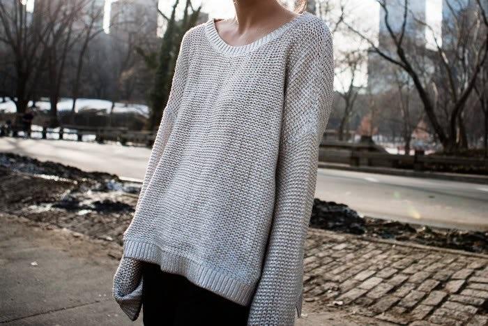 Растянутый свитер говорит о нежелании привлекать внимание. / Фото: liveinternet.ru