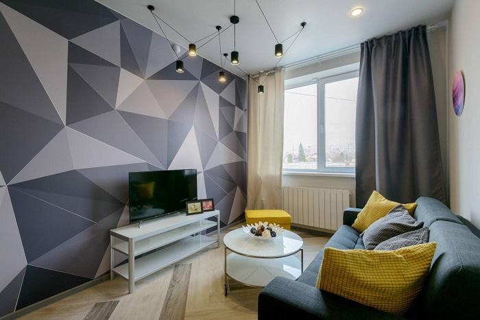 Телевизор на фоне акцентной стены смотрится интересно. / Фото: design-homes.ru