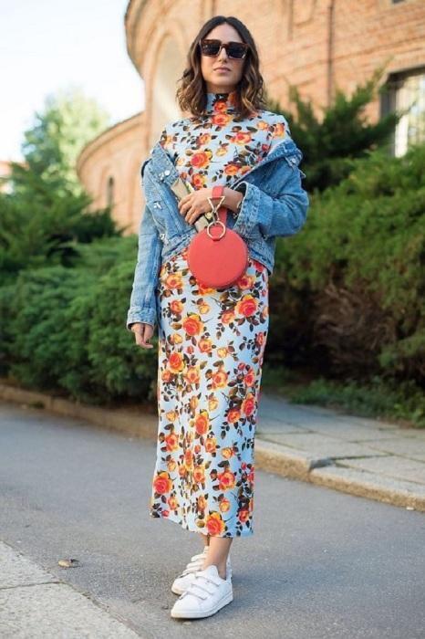 Джинсовая куртка гармонично смотрится с любым нарядом. / Фото: fashion-woman.com