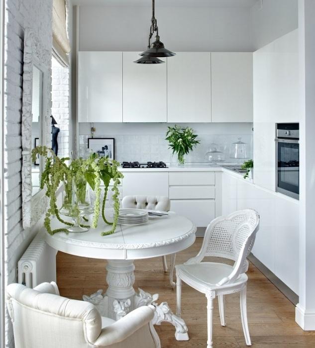 Белая кухня без акцентов смотрится скучно. / Фото: Pinterest.de