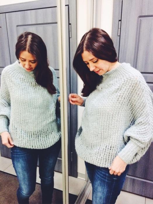 Мешковатые свитера не будут гармонично смотреться на девушках с лишними килограммами. / Фото: livemaster.ru