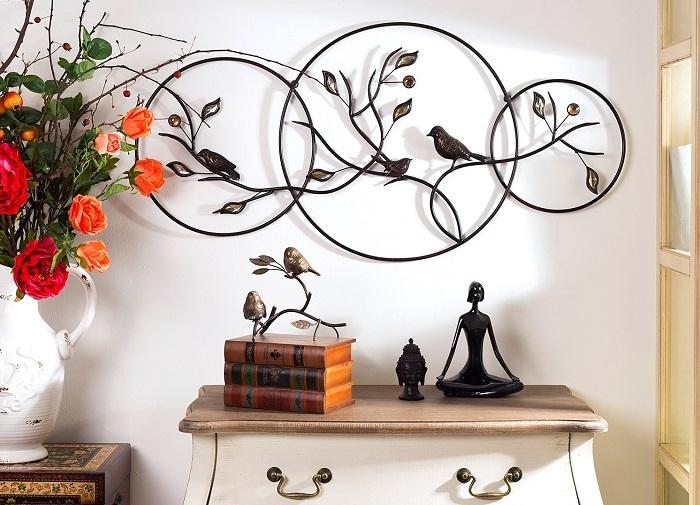 Оригинальная металлическая композиция станет изюминкой интерьера. / Фото: design-homes.ru