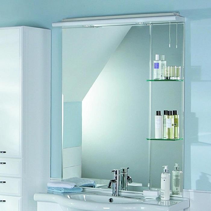Если ваше зеркало с полочками, на них всегда должен быть порядок. / Фото: mydesignclub.info