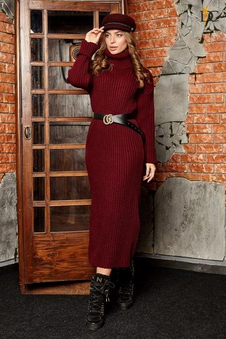 Теплое платье, дополненное ремнем, заставляет талию казаться тоньше. / Фото: Shafa.ua