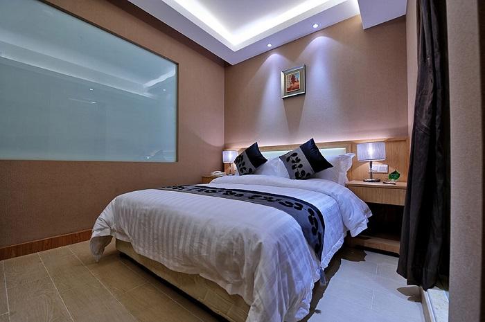 Комната без окон должна хорошо освещаться. / Фото: design-homes.ru