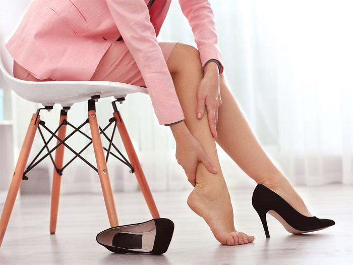 Массаж может подготовить ноги к тяжелому дню на каблуках. / Фото: mirtesen.ru
