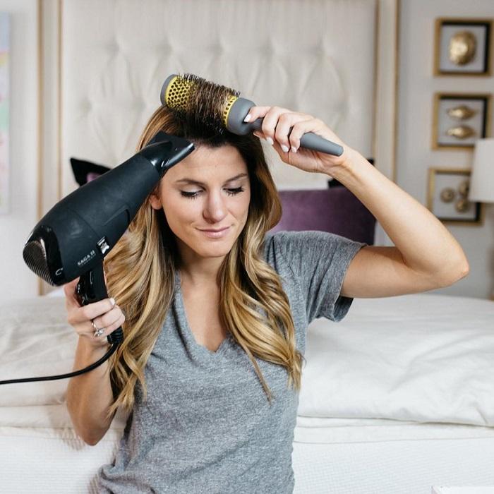 Волосы после сушки не должны оставаться влажными. / Фото: hair-moda.com